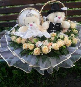 свадебное украшение на машину с кольцами