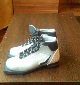 Ботинки лыжные б/у р-р 33