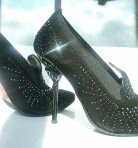 Черные замшевые туфли Ferde со стразами