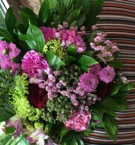 Букеты из живых цветов, корзинки
