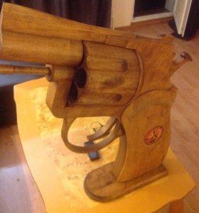 Деревянный револьвер