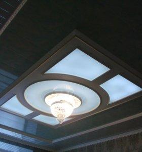 Подвесной потолок с витражем.