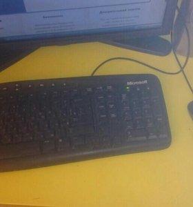 Системник,монитор,мфу,колонки,мышь и клава.