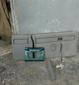 BIGHORN UBS 69 обшивка двери багажника