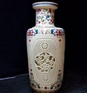 Фарфоровая прорезная ваза