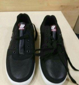 Новые кроссовки, размер 42
