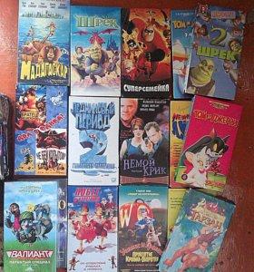 Кассеты с мультфильмами и двумя фильмами