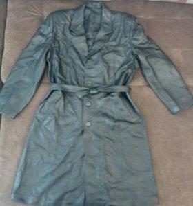 Кожаное пальто, 52 размера, черного цвета