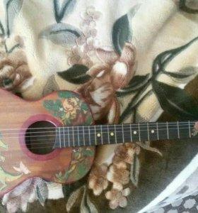 Гитара шести струнка