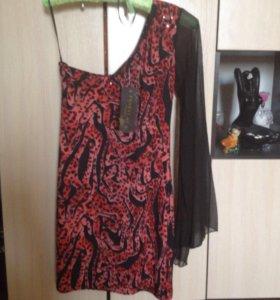 Новое платье с этикеткой.