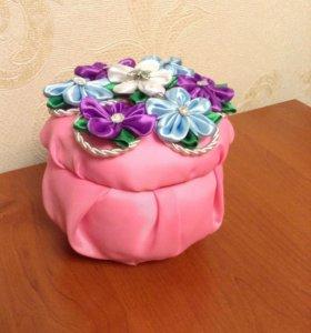 Шкатулка с цветами канзаши.