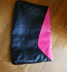 Кожаная сумка-клатч в комплекте с сережками