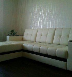 Угловой диван и кресло со столиком