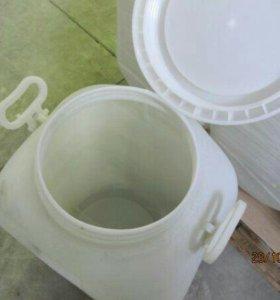 Белая пластиковая бочка 50 л из под пищевых
