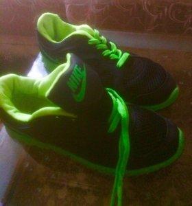 Модные кроссовки р.36