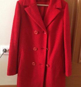 Красное пальто из магазина LOVE REPUBLIC