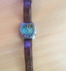 Часы маятниковые наручные