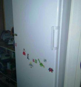 """Холодильник """"индезит"""". Высота 167 см."""
