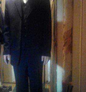 Двубортный костюм-тройка