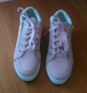 Новые классные ботинки.