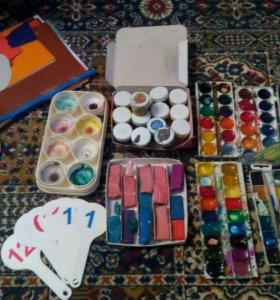 Краски, палитры, пластилин, цветная бумага