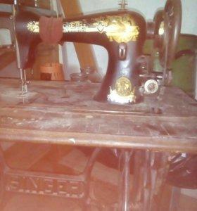Швейная машинка (в рабочем состоянии