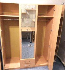 Шкаф трёх створчатый