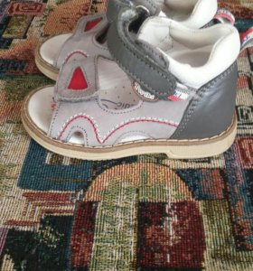 Кожанные сандалики