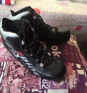 Ботинки, лыжи