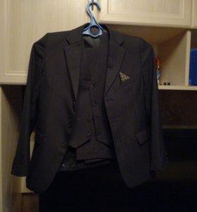 Подростковый костюм троечка новый + доп. брюки.