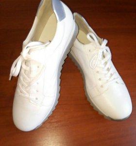 Кроссовки Gabor кожаные, новые