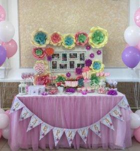 Candy Bar, оформление стендов цветами , гирляндами