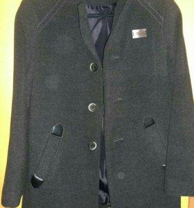 Пальто для первоклассника фирмы STILLINI.