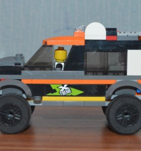 Машинка Лего с человечком