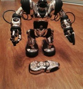 Игрушечный робот на радиоуправлении