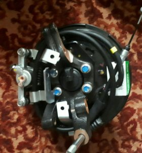 Ось заднего колеса с тросами ручника Лев и Прав