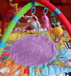 Развивающий коврик для малыша.