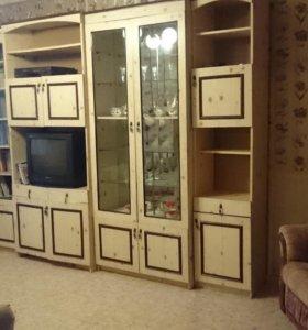 Продам стенку и два кресла