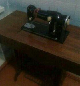 Швейная машинка Лада 233