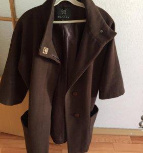 Шоколадного цвета красивое пальто