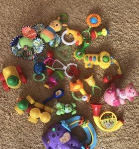 Игрушки для малыша в подарок вожжи