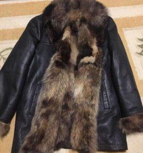 Зимняя мужская кожаная куртка с мехом енота