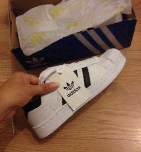Новые кроссовки Adidas superstar