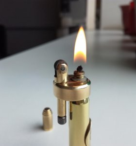 Бензиновая зажигалка