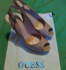 Туфли американской фирмы GUESS