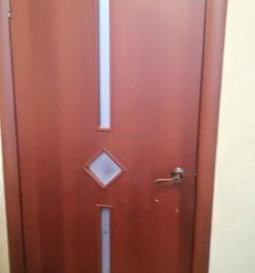 Межкомнатная дверь с коробкой и ручкой