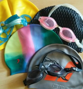 Шапочки и очки для плаванья