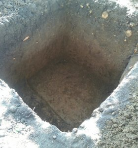 Копаю ямы троншеи в ручную