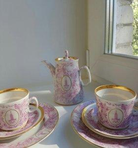 Набор чайник и две кофейные чашки с тарелочками