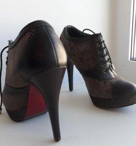 Ботинки с высоким каблуком